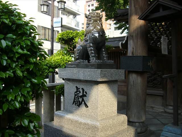 櫛田神社北神門狛犬左