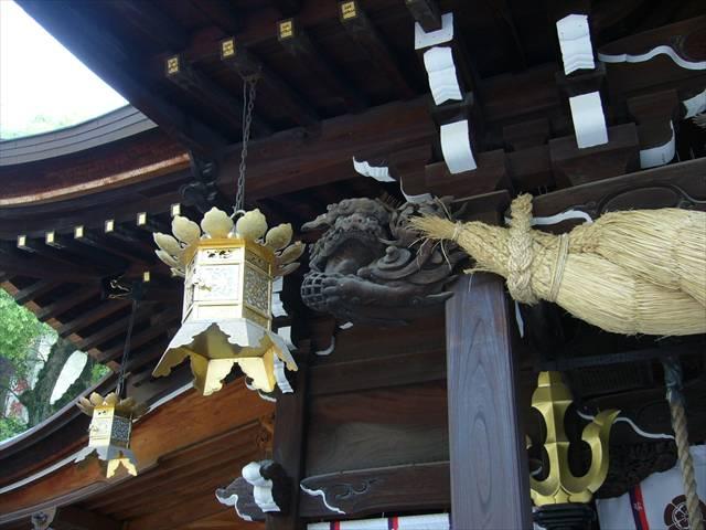 櫛田神社拝殿狛犬左