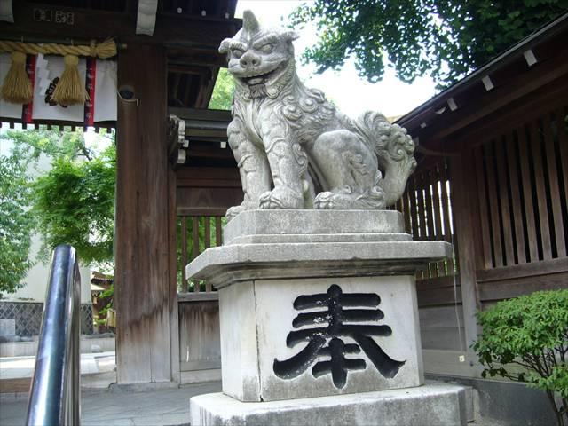櫛田神社南神門狛犬右