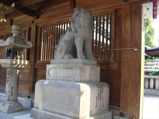 櫛田神社中神門狛犬左