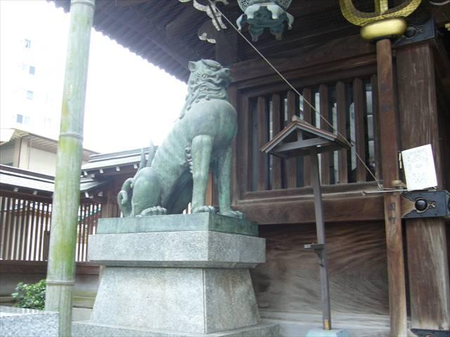 櫛田神社楼門狛犬左