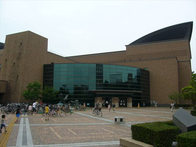 福岡市総合図書館5