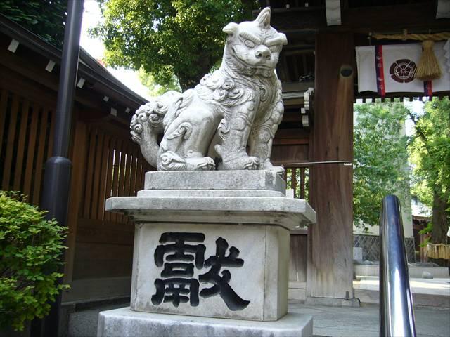 櫛田神社南神門狛犬左