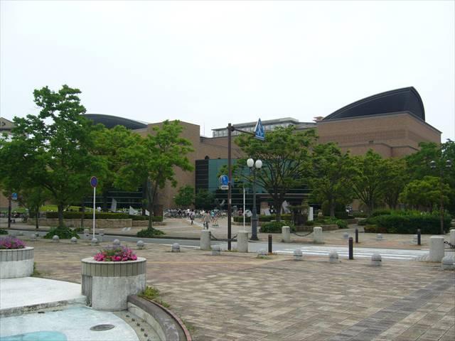 福岡市総合図書館3