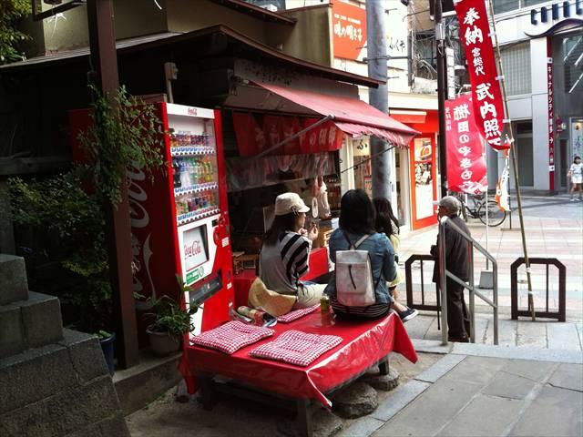 櫛田神社南神門入口横のやきもち