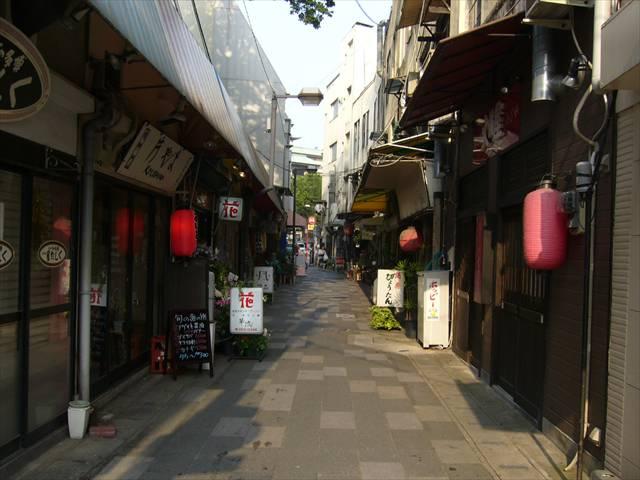 櫛田神社やきもち屋さん横の小路